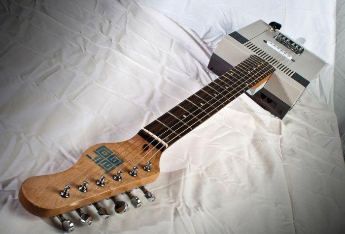 Nintendo Entertainment System Guitar (18 pics)