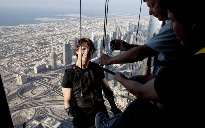 Mission Impossible Stunts by Tom Cruise (9 pics)