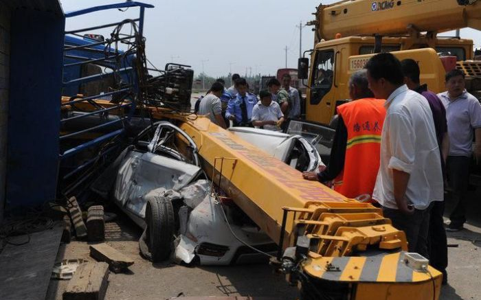 Crane Accident (4 pics)