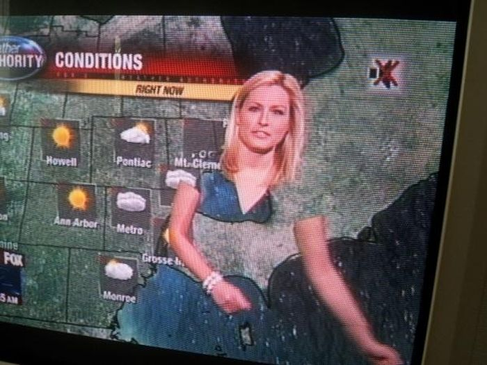 Why Meteorologists Shouldn't Wear Green Clothing (5 pics)