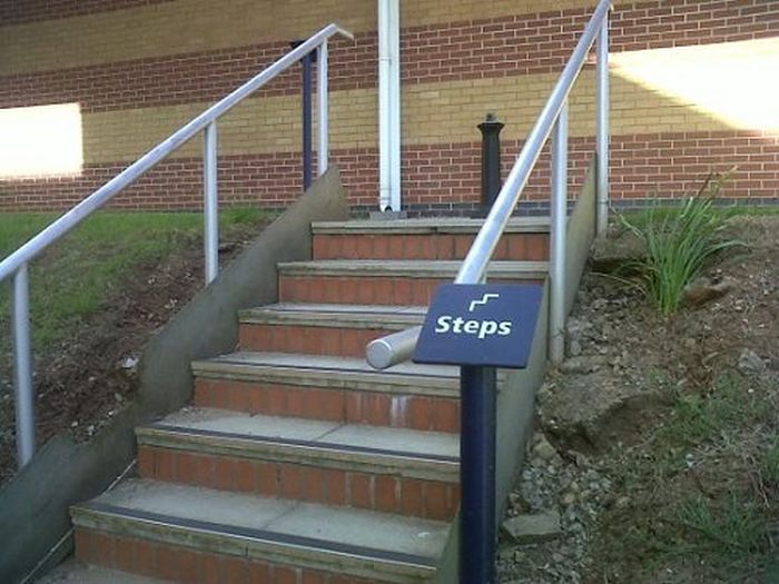 Useless Signs (20 pics)