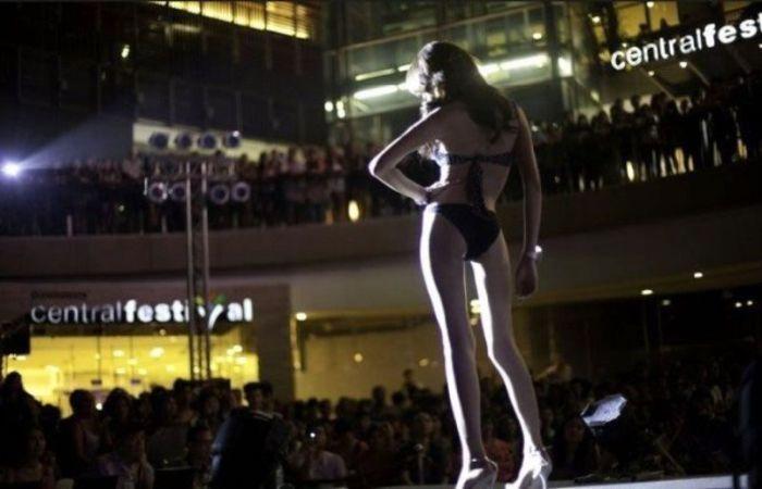 Miss Ladyboy 2012 (17 pics)