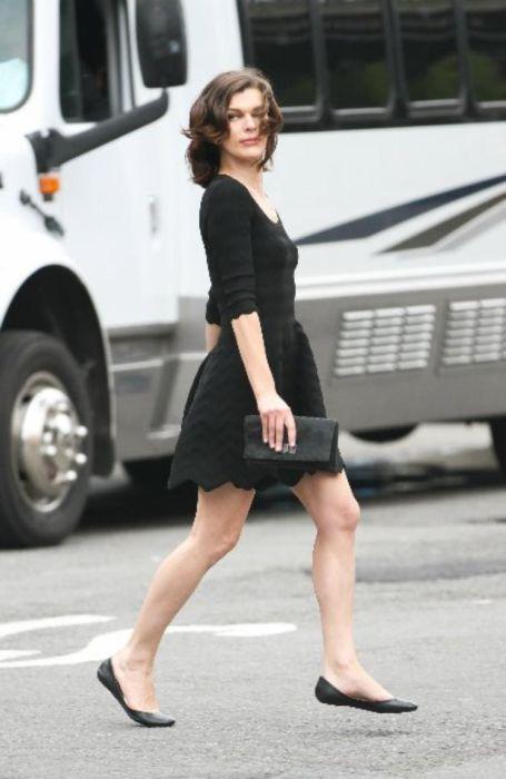 Milla Jovovich Hot Photos (12 pics)