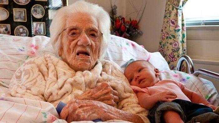Six Generations of Daughters (4 pics)