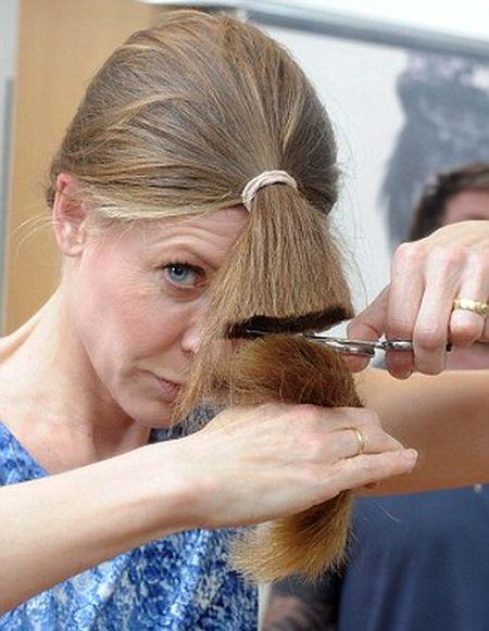 Easy DIY Haircut (7 pics)