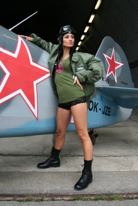 Hot Girls and Planes (59 pics)