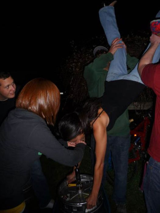 Wasted People Doing Funny and Stupid Things (35 pics)
