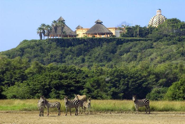 Beautiful Cuixmala Luxury Resort in Mexico (27 pics)