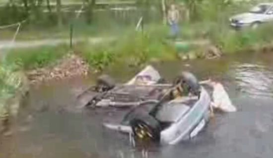 Polish Spectators Rescue Rally Driver From Drowning