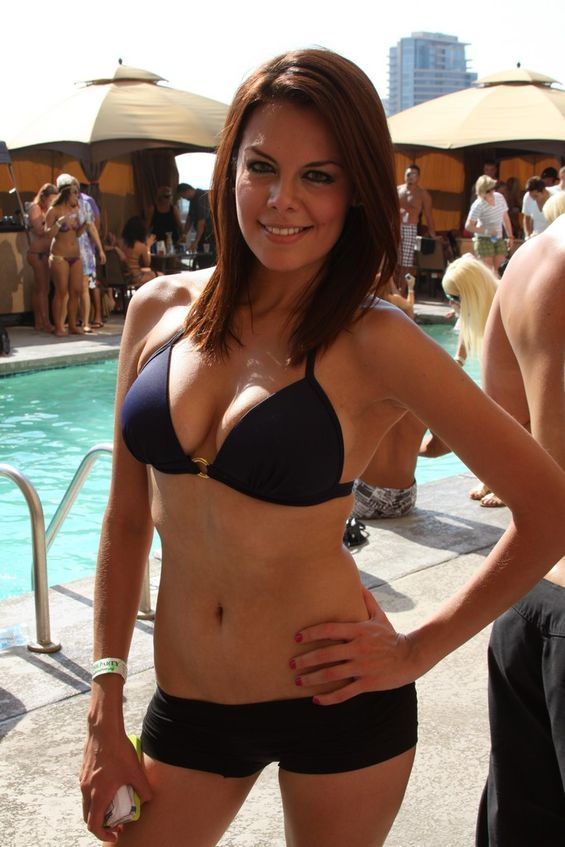 Pool Party Girls (25 pics)