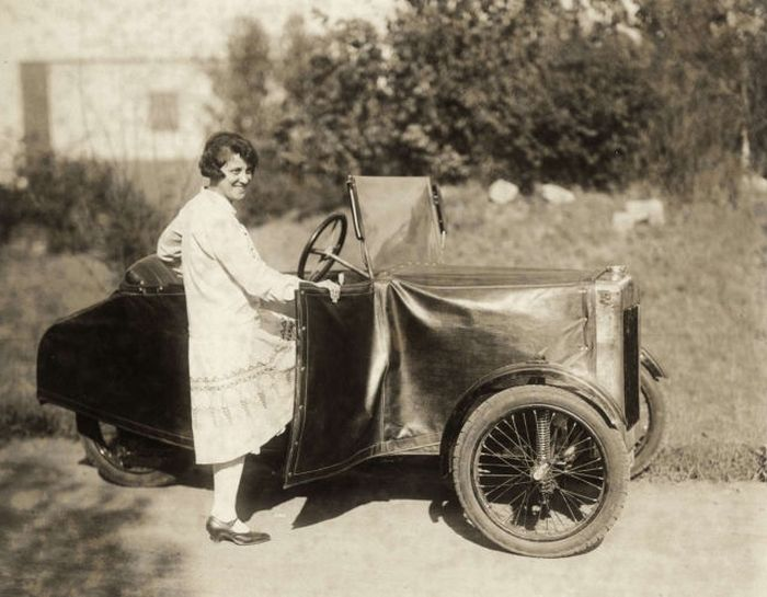German Folding Car from 1929 (4 pics)