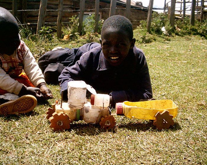 Toys of Poor African Kids (6 pics)