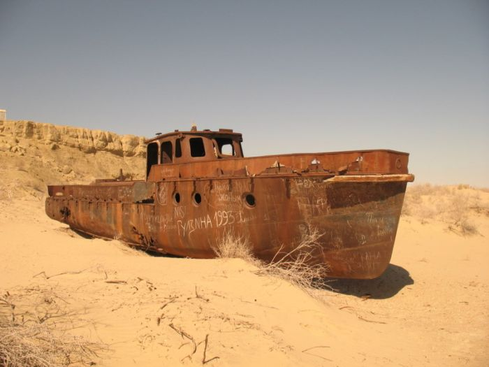 Abandoned Ships of Dead Aral Sea (22 pics)