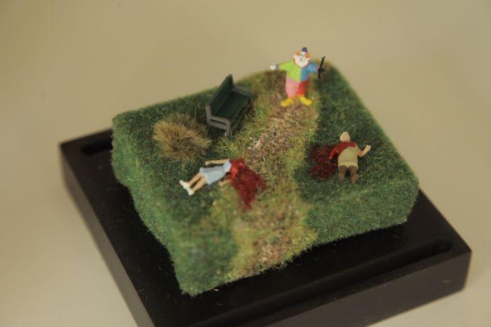 Violent Miniature Dioramas (13 pics)