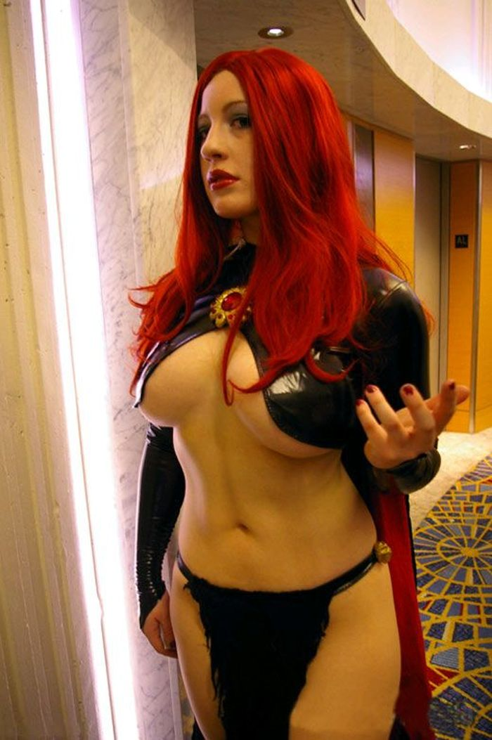 The Sexiest Dungeons & Dragons Dress Ever (4 pics)