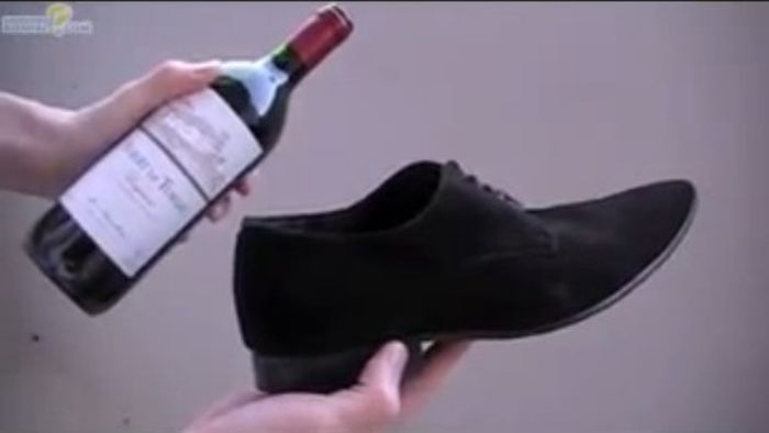 How to Open a Bottle of Wine Without a Corkscrew (5 pics)