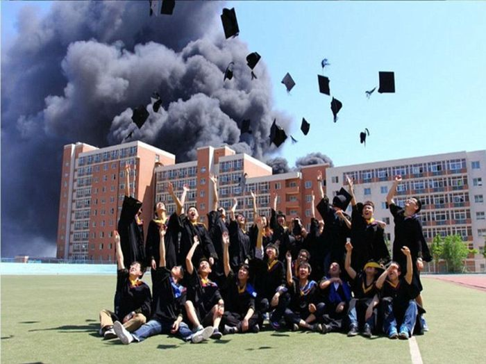 Unusual Backdrop for the Graduation Day Photo (5 pics)