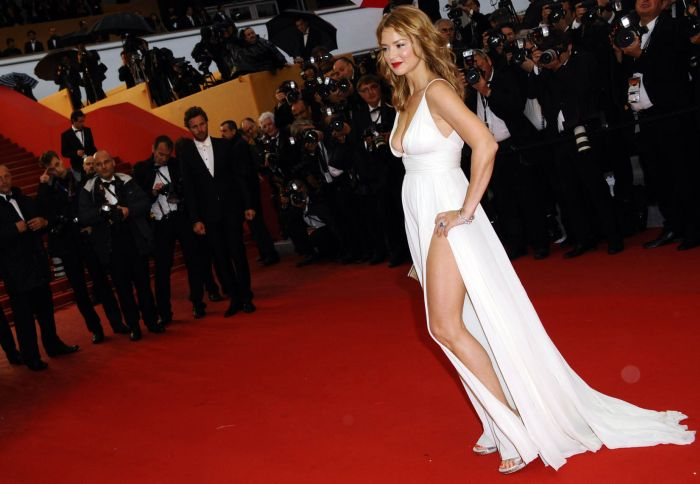 Virginie Efira and Her Hot Dress (11 pics)