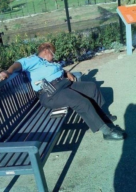 Security Guards Caught Sleeping On The Job (30 pics)