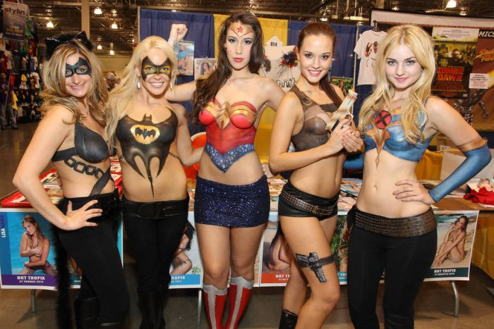 Body Paint Super Girls (13 pics)