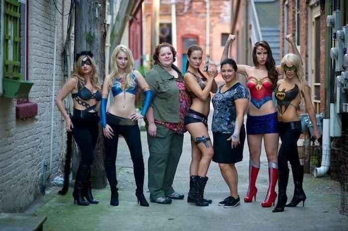 Body Paint Super Girls (13 pics)
