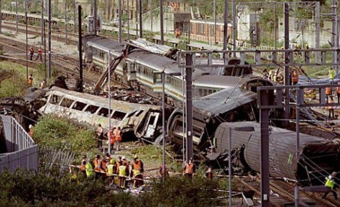 Train Wrecks and Crashes (40 pics)