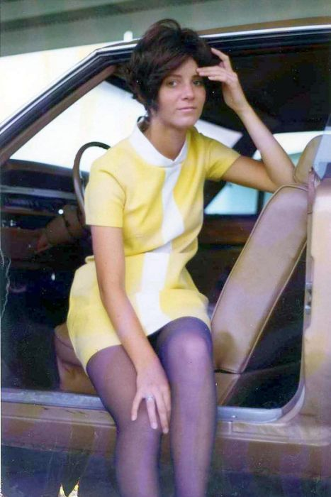 Miniskirts of the Past (61 pics)
