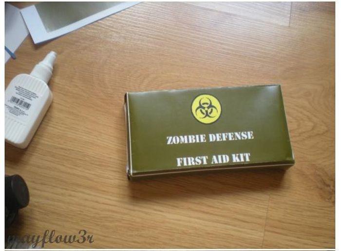 Zombie Survival Kit (22 pics)