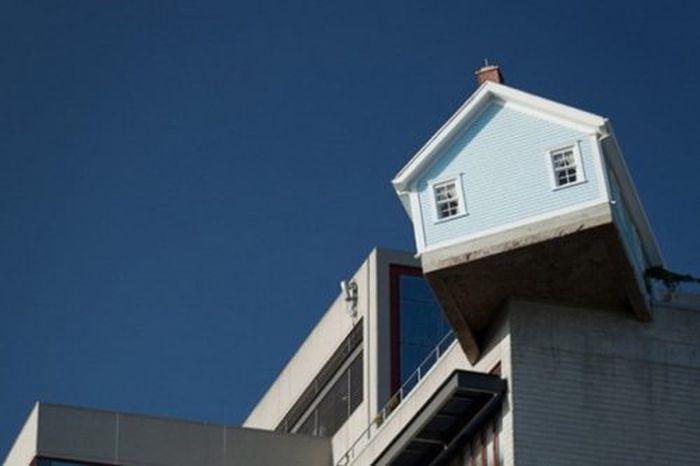 Fallen Star House (13 pics)
