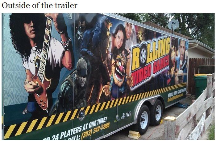 Rolling Video Games Truck (8 pics)