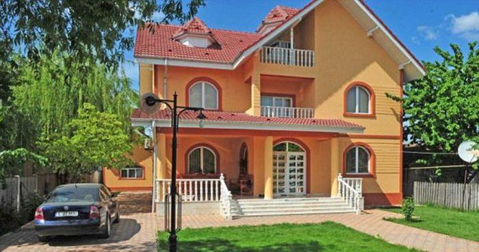 Houses of Romanian Gypsies (36 pics)