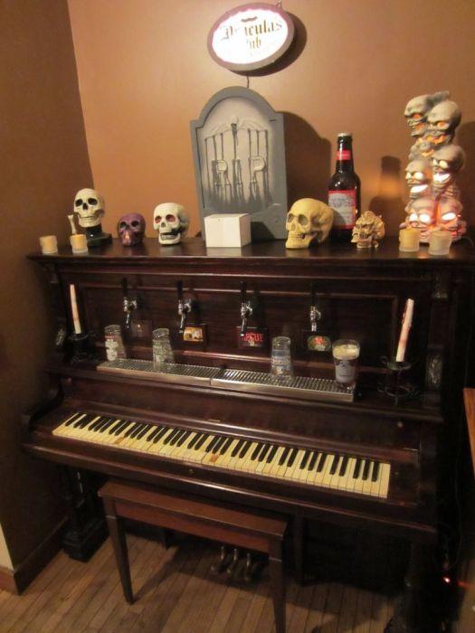 Beer Piano (9 pics)