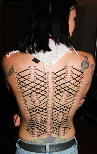 Girls Who Love Extreme Body Modifications (20 pics)