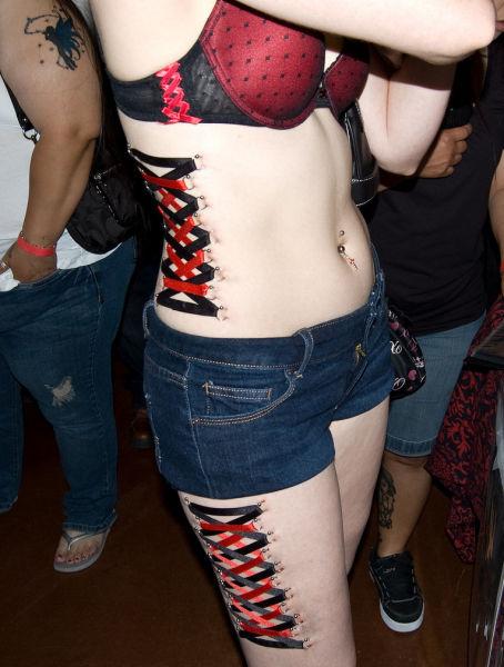 Girls Who Love Extreme Body Modifications (20 pics)