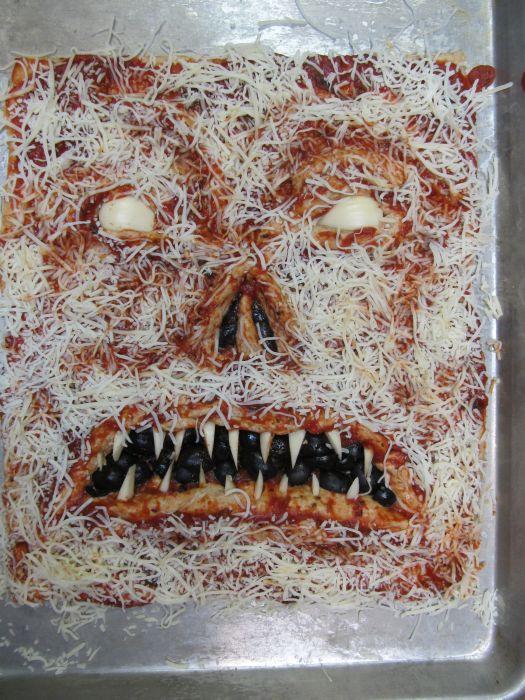 Necronomicon Pizza (5 pics)