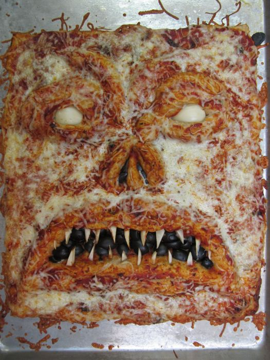 Necronomicon Pizza (5 pics)