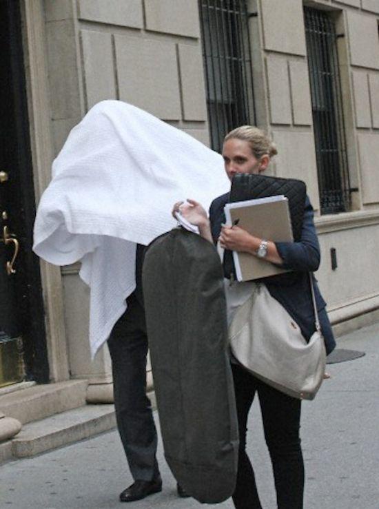 Alec Baldwin Is Afraid of Paparazzi (5 pics)