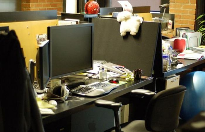 The Desks of Famous Tech CEOs (11 pics)