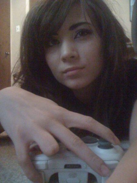 Pretty Girls Playing Video Games (29 pics)