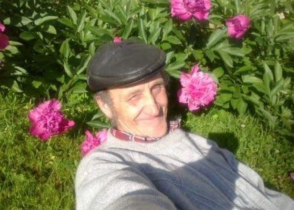 Grandpa on Facebook (5 pics)