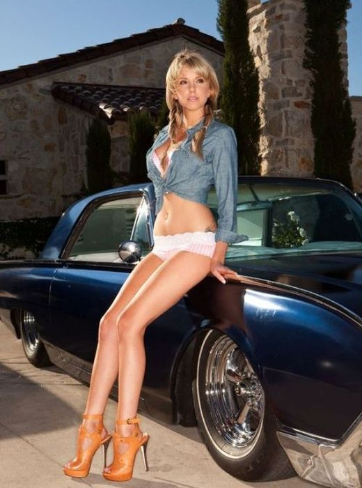 Legs and Cars (26 pics)