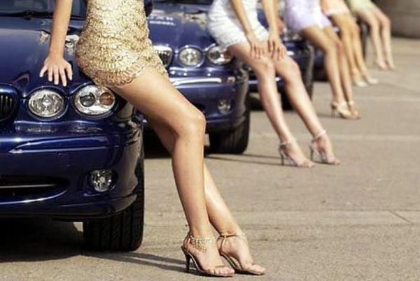 girls_with​_cars_15