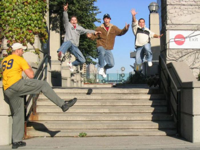 Jumping for a Photo (30 pics)