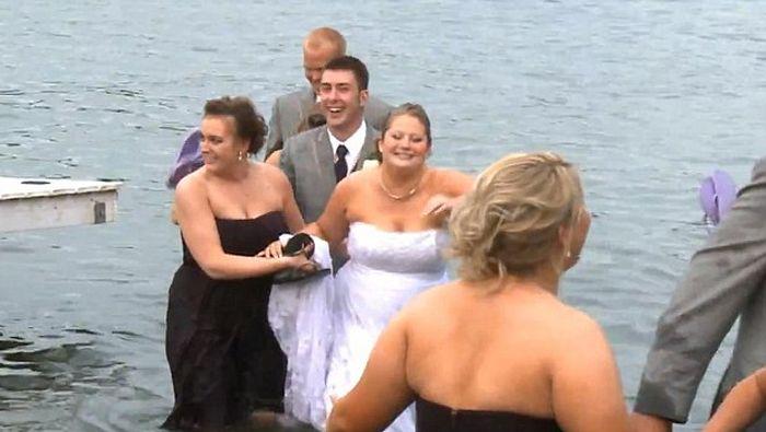Wedding Party Falls into Lake (6 pics + video)
