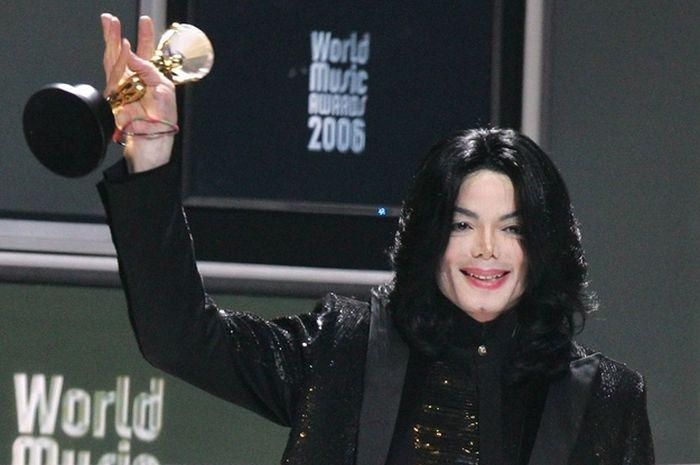 Michael Jackson Through The Years (48 pics)