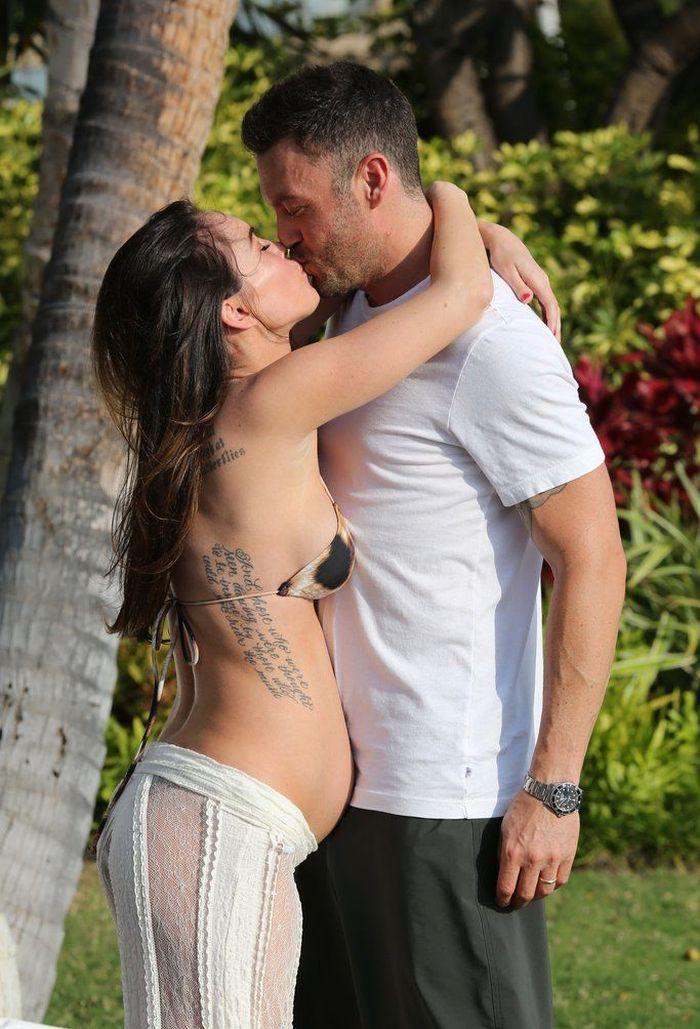 Pregnant Megan Fox (8 pics)
