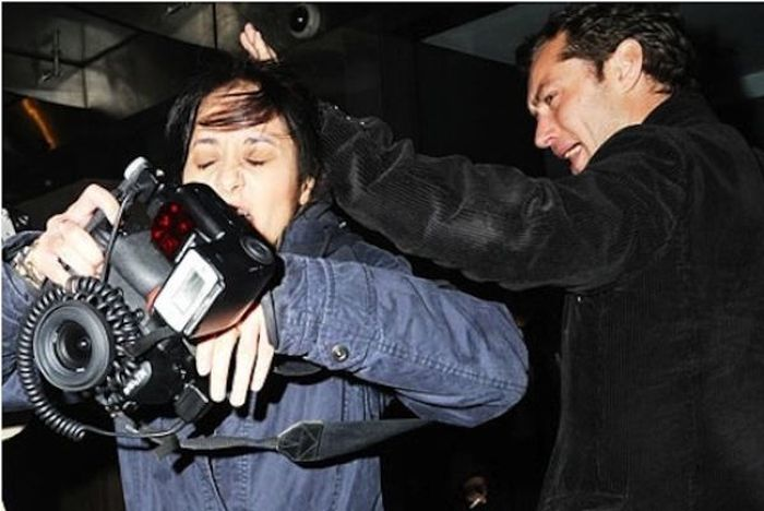 Celebrity Vs Paparazzi (17 pics)