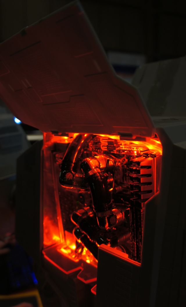 Amazing AT-AT Star Wars Case Modding (10 pics)