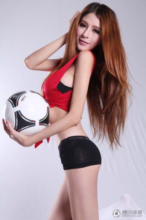 Chinese Models Celebrating Euro 2012 (19 pics)