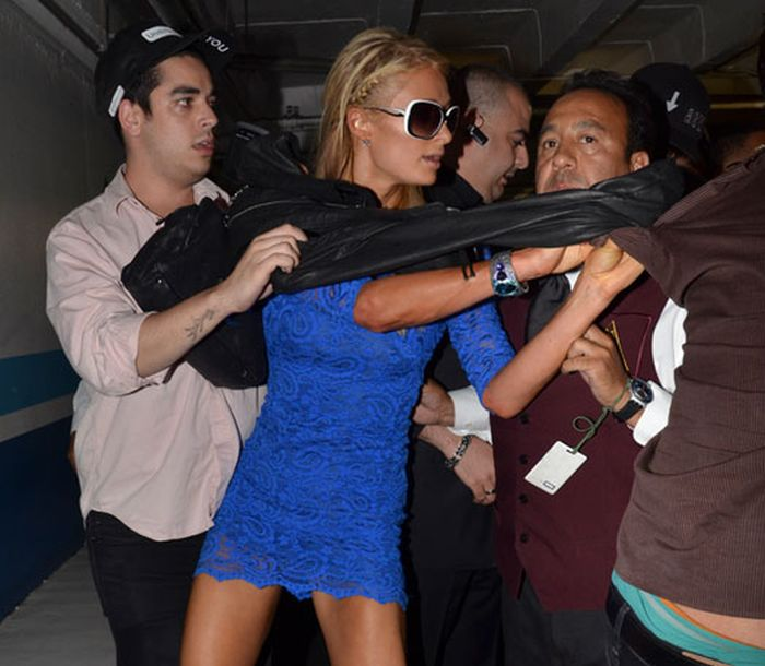 Paris Hilton Attacks Reporter and Shows Some Upskirt (3 pics)